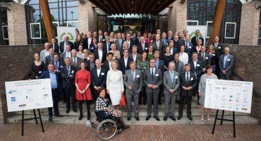 Veilige norm voor smartphone in het verkeer: Nederland ICT ondertekent convenant