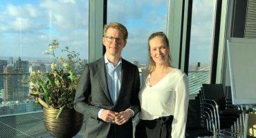 Minister Dekker in discussie met leden tijdens werkbezoek rond AI